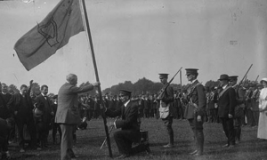 Redmond presents flag to Irish Volunteers- pre split