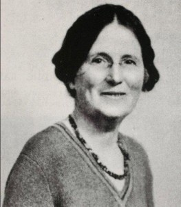 Dr.Kathleen Lynn, City Hall Garrison 1916 and the buildings in Parliment Street area in general under Rebel control, including the Royal Exchange Hotel.