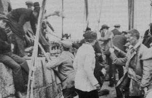 Unloading of the guns at Howth. The lady in the middle with the white jumper is Mary Spring Rice and the guy facing her to the right is Erskine Childers.