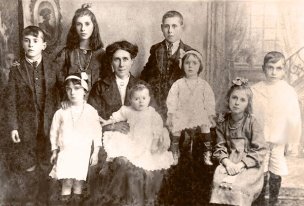 Kenny family 1920